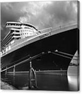Queen Mary 2 In Hamburg Canvas Print