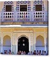 Schoolchildren At The Women's Palace - Jaipur India Canvas Print