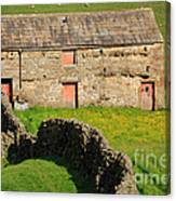 Stone Barn With Red Doors In Swaledale Yorkshire Dales Canvas Print