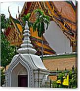 Street Entry To Wat Po In Bangkok-thailand Canvas Print