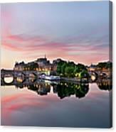Sunrise On Ile De La Cité Canvas Print