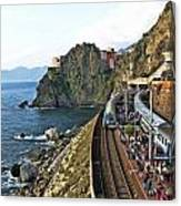 Train Into Manarola Canvas Print
