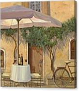 Un Ombra In Cortile Canvas Print