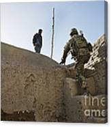 U.s. Army Soldier Climbs Stairs Canvas Print