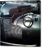 V8 Grill In Gray Canvas Print