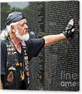 Vietnam Veteran Pays Respect To Fallen Soldiers At The Vietnam War Memorial  Canvas Print