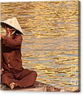 Vietnamese Boatman 01 Canvas Print