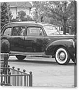 Vintage Lincoln Limo Black N White Canvas Print
