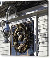 Wreath At Chownings Tavern Canvas Print
