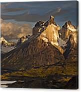 Cuernos Del Paine And Lago Pehoe Canvas Print