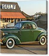 1942 Gulf Service Station With Antique Car Canvas Print
