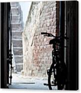 Bike In The Alley - Bicicleta En El Callejon Canvas Print