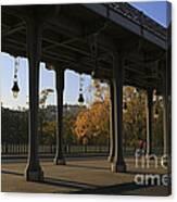 Bridge Of Bir Hakeim In Paris Canvas Print