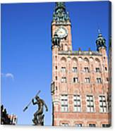Town Hall And Neptune Fountain In Gdansk Canvas Print