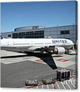 United Airlines Jet Airplane At San Francisco Sfo International Airport - 5d17114 Canvas Print