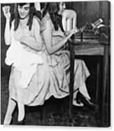 Daisy And Violet Hilton 1908-1969 Canvas Print