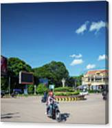 Wat Damnak Roundabout In Central Siem Reap City Cambodia Canvas Print