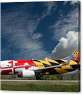 737 Maryland On Take-off Roll Canvas Print
