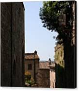 Alleyway In San Gimignano Canvas Print