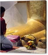Buddhist Thai People Praying Canvas Print