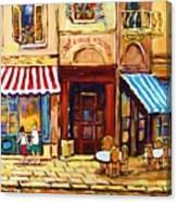 Cafe De Vieux Montreal With Couple Canvas Print