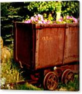 Fleurs In Rustic Ore Car Canvas Print