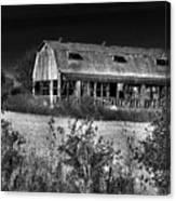 Hainesville Barn B/w Canvas Print