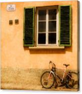 Left Flat In Lucca Canvas Print