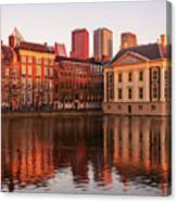 Mauritshuis And Hofvijver At Golden Hour - The Hague Canvas Print