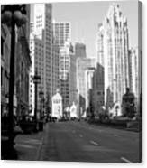 Michigan Ave Tall B-w Canvas Print
