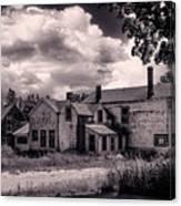 Old Farmhouse In Maine Canvas Print