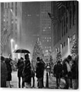 Rockefeller Center Christmas Tree Black And White Canvas Print
