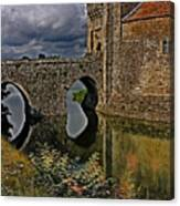 The Gatehouse And Moat At Leeds Castle Canvas Print
