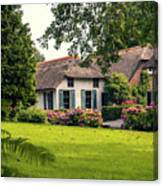 typical dutch county side of houses and gardens, Giethoorn Canvas Print