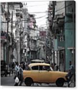 Un Taxi Amarillo Canvas Print