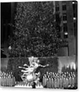 Christmas Tree At Rockefeller Center Canvas Print