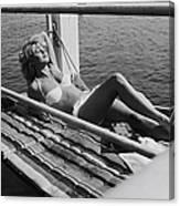 Brigitte Bardot Sur Le Tournage De Vie Canvas Print