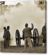 Gettysburg Battlefield - Confederate Artillerymen Firing Cannon Canvas Print