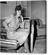 Marlene Dietrich Arriving In New York Canvas Print
