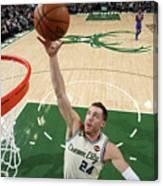 New York Knicks V Milwaukee Bucks Canvas Print