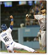 Brandon Crawford And Andre Ethier Canvas Print