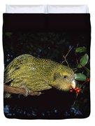 Kakapo Feeding On Supplejack Berries Duvet Cover