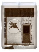 Route 66 - Rusty Mobil Station Duvet Cover by Frank Romeo