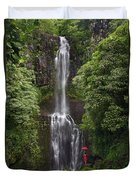 Woman With Umbrella At Wailua Falls Duvet Cover