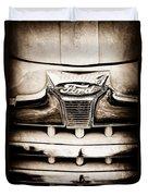 1947 Ford Deluxe Grille Grille Emblem Duvet Cover