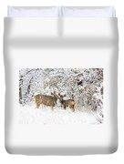 Doe Mule Deer In Snow Duvet Cover