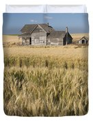 Abandoned Farmhouse In Wheat Field Duvet Cover