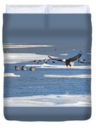 Bald Eagle Over Maumee River 2456 Duvet Cover