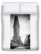 Big In The Big Apple - Bw Duvet Cover by Hannes Cmarits