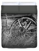 Black And White Photo Of An Old Broken Wheel Of A Farm Wagon Duvet Cover